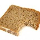 Плесень на еде: срезать или выбросить?